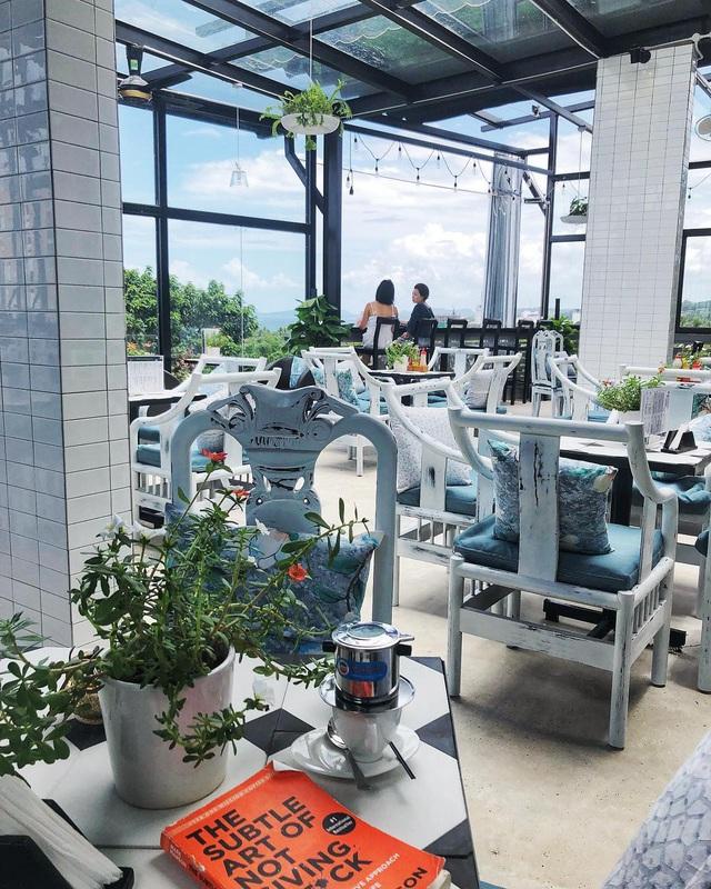 Nếu đến Phú Quốc, đừng bỏ qua 8 quán cà phê view biển sang chảnh này: Nơi hoàn hảo để ngắm hoàng hôn, lên hình đẹp đến ngỡ ngàng - Ảnh 22.