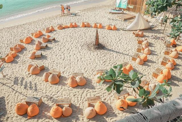 Nếu đến Phú Quốc, đừng bỏ qua 8 quán cà phê view biển sang chảnh này: Nơi hoàn hảo để ngắm hoàng hôn, lên hình đẹp đến ngỡ ngàng - Ảnh 15.