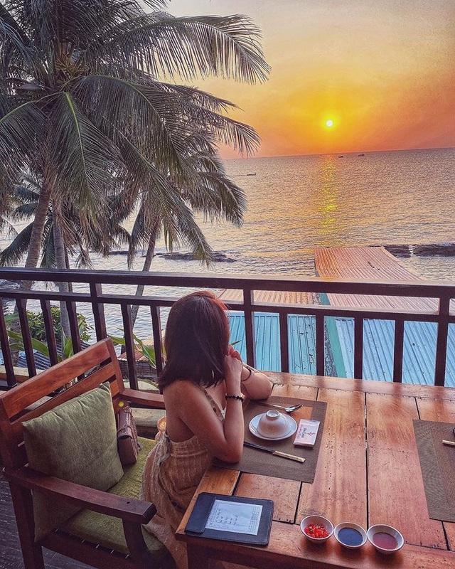 Nếu đến Phú Quốc, đừng bỏ qua 8 quán cà phê view biển sang chảnh này: Nơi hoàn hảo để ngắm hoàng hôn, lên hình đẹp đến ngỡ ngàng - Ảnh 11.