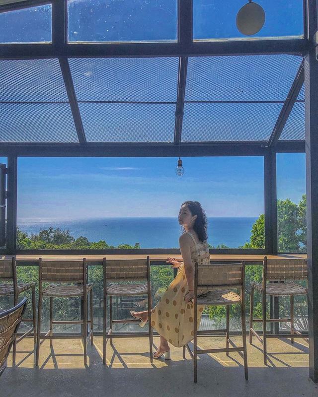 Nếu đến Phú Quốc, đừng bỏ qua 8 quán cà phê view biển sang chảnh này: Nơi hoàn hảo để ngắm hoàng hôn, lên hình đẹp đến ngỡ ngàng - Ảnh 4.