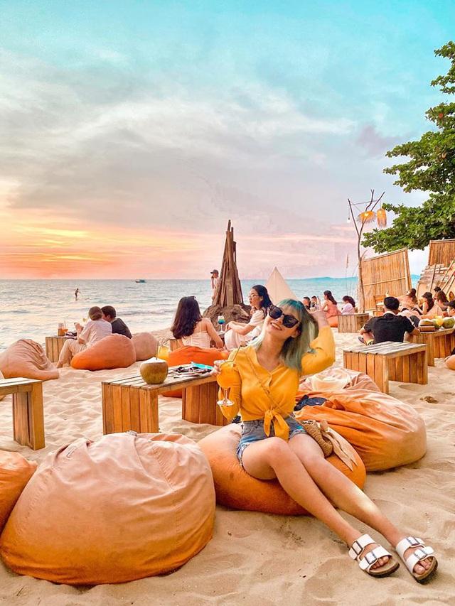 Nếu đến Phú Quốc, đừng bỏ qua 8 quán cà phê view biển sang chảnh này: Nơi hoàn hảo để ngắm hoàng hôn, lên hình đẹp đến ngỡ ngàng - Ảnh 13.
