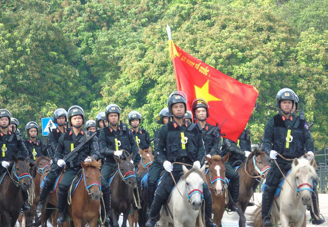 Thủ tướng và Chủ tịch Quốc hội dự Lễ ra mắt Đoàn Cảnh sát cơ động Kỵ binh  - Ảnh 1.