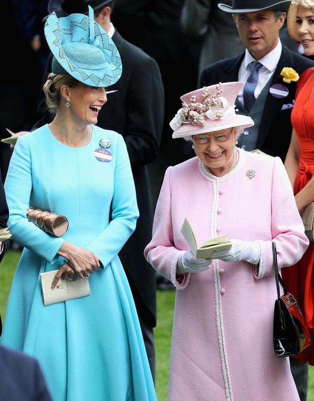 Vũ khí bí mật của Nữ hoàng Anh vô tình tố Meghan Markle nói dối và vô ơn với hoàng gia trong buổi phỏng vấn mới nhất - Ảnh 1.