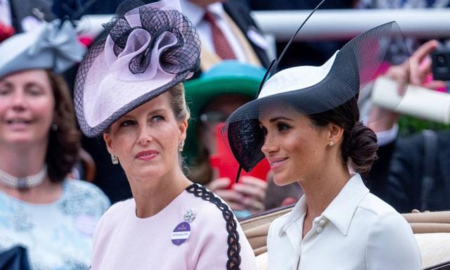 Vũ khí bí mật của Nữ hoàng Anh vô tình tố Meghan Markle nói dối và vô ơn với hoàng gia trong buổi phỏng vấn mới nhất - Ảnh 2.