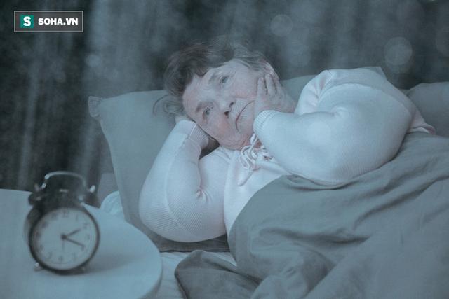 Trước 30 ngủ không thể tỉnh, sau 30 tỉnh không thể ngủ: Nguyên nhân vì sao và nên làm gì? - Ảnh 1.