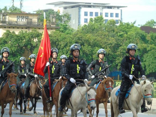 Thủ tướng và Chủ tịch Quốc hội dự Lễ ra mắt Đoàn Cảnh sát cơ động Kỵ binh  - Ảnh 4.