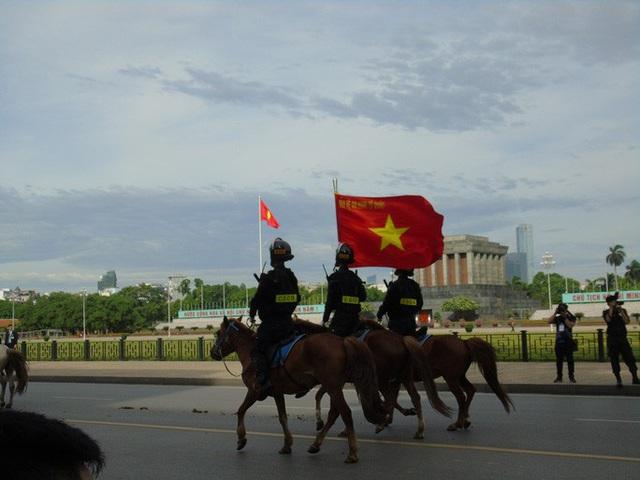 Thủ tướng và Chủ tịch Quốc hội dự Lễ ra mắt Đoàn Cảnh sát cơ động Kỵ binh  - Ảnh 5.