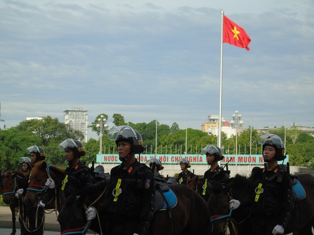 Thủ tướng và Chủ tịch Quốc hội dự Lễ ra mắt Đoàn Cảnh sát cơ động Kỵ binh  - Ảnh 6.