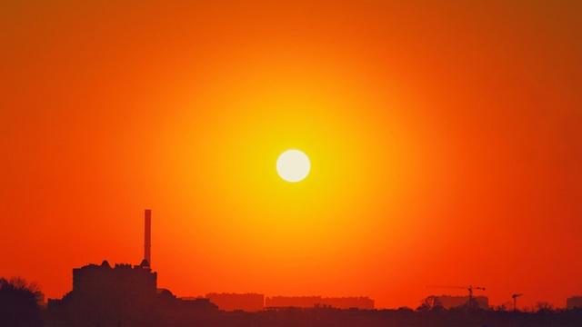 Tác động ngầm đáng sợ của nắng nóng: Vô hiệu hóa chức năng quan trọng của cơ thể - Ảnh 2.