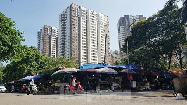 Cận cảnh ô đất vàng dịch vụ cuối cùng đô thị mẫu Hà Nội bỏ hoang 20 năm - Ảnh 6.