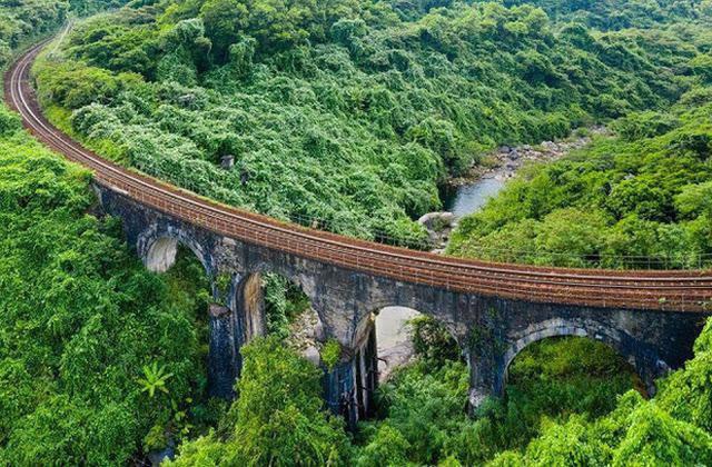 """3 con đường tàu với khung cảnh đẹp nhất Việt Nam, xem ảnh mà dân mạng không tin vào mắt mình vì """"ảo"""" y hệt trong phim - Ảnh 8."""