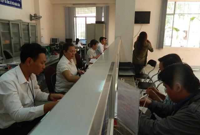 Giám đốc Sở Nội Vụ: TPHCM buộc phải cắt giảm 2.300 cán bộ - Ảnh 2.