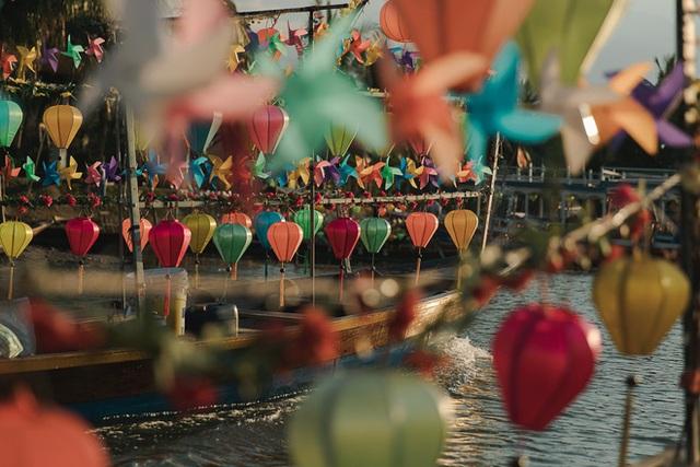 Ở Hội An chóng vánh một ngày vẫn có được vài chục tấm ảnh sống ảo từ các góc phố cổ đến đi thuyền trên sông Hoài - Ảnh 8.