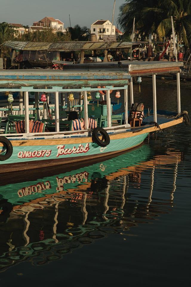 Ở Hội An chóng vánh một ngày vẫn có được vài chục tấm ảnh sống ảo từ các góc phố cổ đến đi thuyền trên sông Hoài - Ảnh 10.