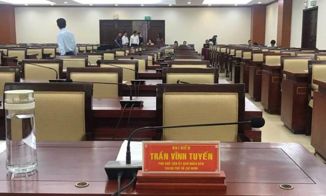 Tạm đình chỉ tư cách đại biểu của ông Trần Vĩnh Tuyến và ông Trần Trọng Tuấn - Ảnh 1.