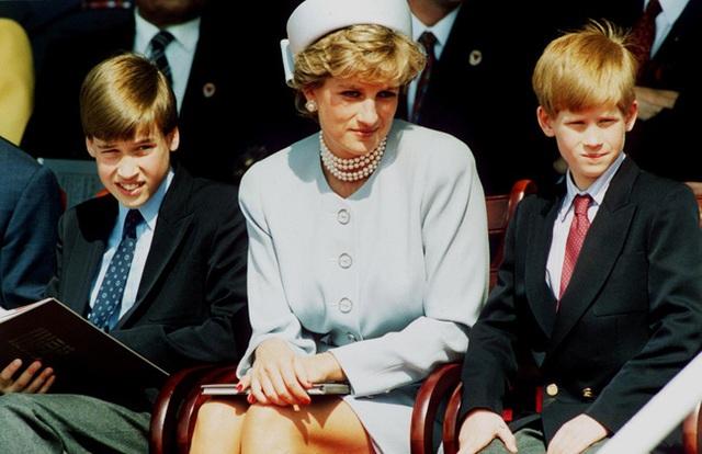 Biến con trai Archie thành đứa trẻ gặp khó khăn trong vấn đề giao tiếp, Meghan Markle xấu hổ khi cộng đồng mạng nhắc tới Công nương Diana - Ảnh 3.