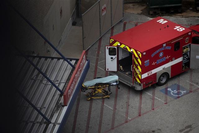 Covid-19: Nhiều bệnh viện ở Mỹ có nguy cơ vỡ trận - Ảnh 2.