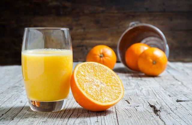 Một cốc nước cam bằng một thang thuốc bổ nhưng đừng dại uống vào 4 thời điểm này kẻo rước thêm bệnh - Ảnh 2.