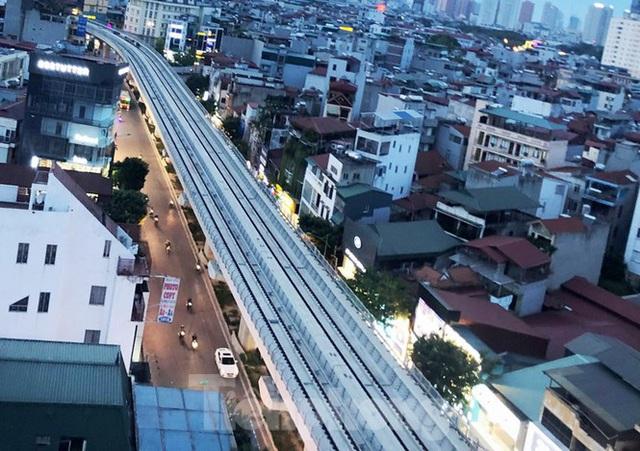 Cận cảnh đoạn metro Hà Nội vừa bị đòi bồi thường 19 triệu USD - Ảnh 4.