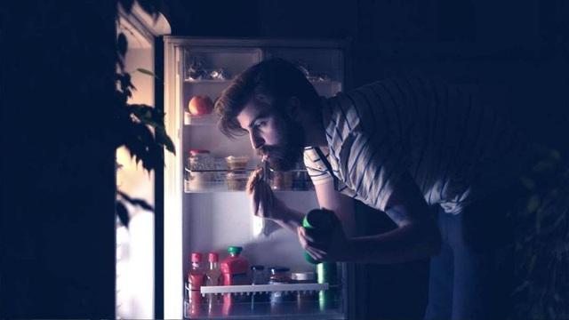 Nếu thường xuyên ăn uống theo 4 cách này, không lạ gì khi dạ dày bạn đang báo hỏng - Ảnh 1.