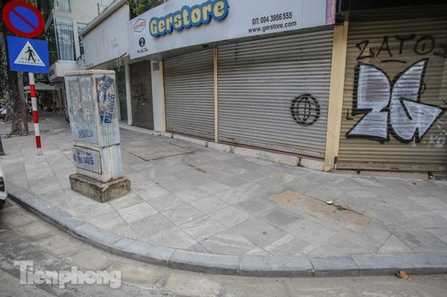 Vỉa hè các tuyến phố vùng lõi Thủ đô thay đổi ra sao sau lát đá tự nhiên? - Ảnh 2.