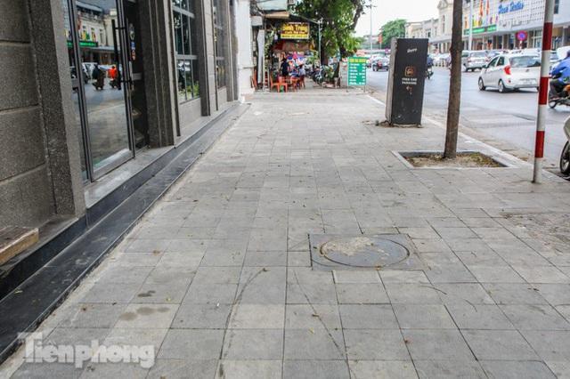 Vỉa hè các tuyến phố vùng lõi Thủ đô thay đổi ra sao sau lát đá tự nhiên? - Ảnh 15.