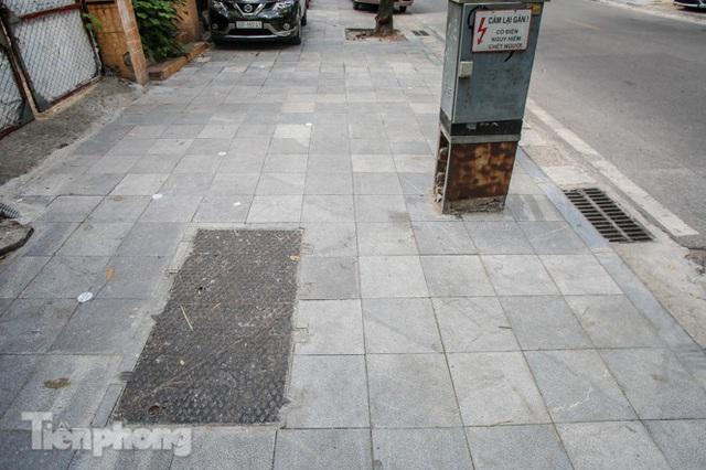 Vỉa hè các tuyến phố vùng lõi Thủ đô thay đổi ra sao sau lát đá tự nhiên? - Ảnh 9.