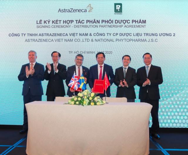 AstraZeneca tuyên bố sẽ đầu tư 5.000 tỷ vào thị trường dược phẩm Việt Nam, hợp tác phân phối với Dược liệu Trung ương 2 (TW2) - Ảnh 1.