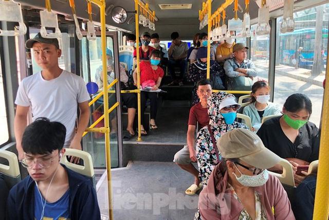 Cận cảnh tuyến xe buýt doanh nghiệp dọa dừng hoạt động ở Hà Nội - Ảnh 2.
