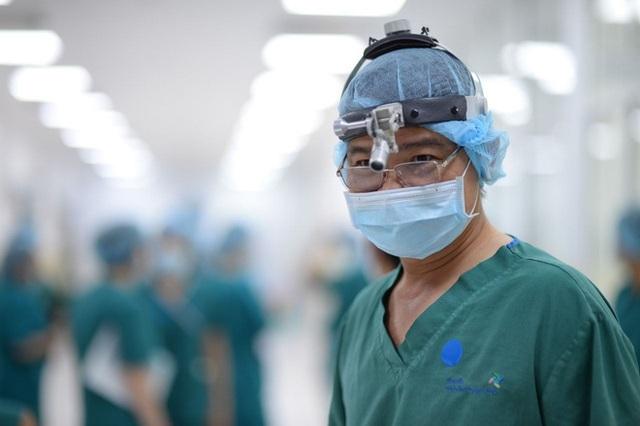 Ca phẫu thuật tách rời cặp song sinh đã thành công, đưa Trúc Nhi - Diệu Nhi ra khỏi phòng mổ - Ảnh 14.