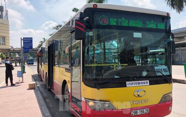Cận cảnh tuyến xe buýt doanh nghiệp dọa dừng hoạt động ở Hà Nội - Ảnh 3.