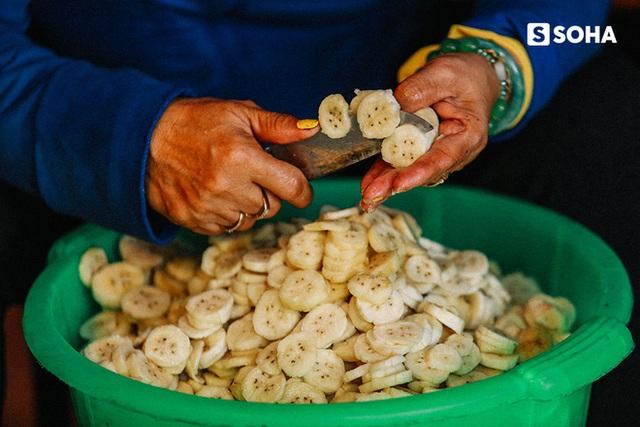 Người Việt Nam làm chuối nếp nướng ngon nhất thế giới: Từ hộ nghèo bán rong đến doanh thu 400 triệu đồng/tháng - Ảnh 3.