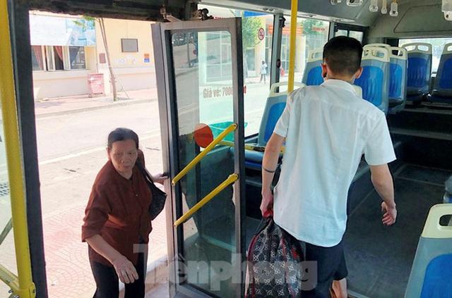 Cận cảnh tuyến xe buýt doanh nghiệp dọa dừng hoạt động ở Hà Nội - Ảnh 5.