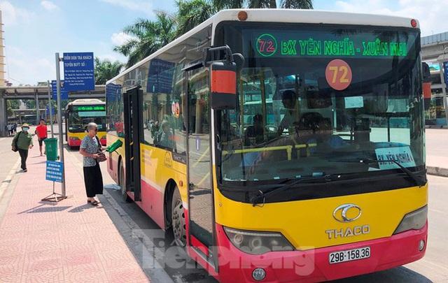 Cận cảnh tuyến xe buýt doanh nghiệp dọa dừng hoạt động ở Hà Nội - Ảnh 8.