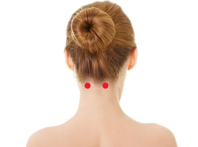 [Bấm huyệt mỗi ngày] Huyệt phong trì – cải thiện ngay những căn bệnh ở vùng đầu cổ - Ảnh 2.