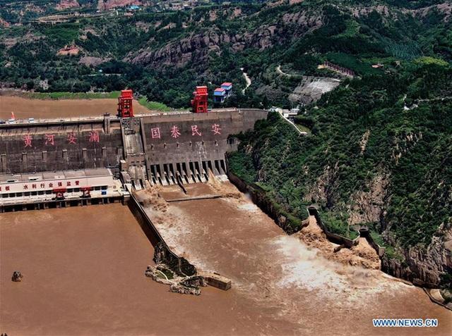 [Ảnh] TQ: Đập thủy điện gây tranh cãi trên sông Hoàng Hà xả lũ, sẵn sàng đối phó đợt lũ mới - Ảnh 3.