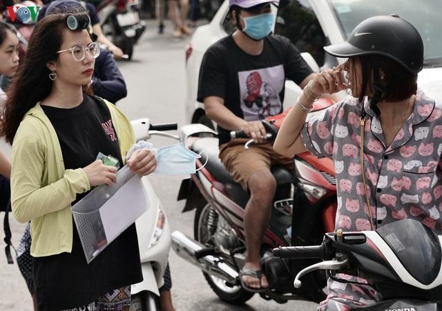 Sau thi chuyên, phụ huynh Hà Nội lại tất bật lo con thi vào lớp 10  - Ảnh 5.