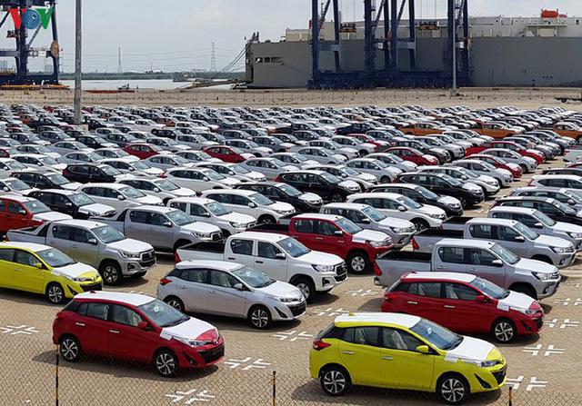 """Lượng ô tô nhập khẩu về Việt Nam tiếp tục """"lao dốc"""" - Ảnh 1."""