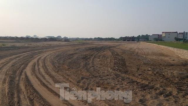 Nở rộ phân lô, bán nền trên bãi đất trống ở Bắc Ninh  - Ảnh 2.