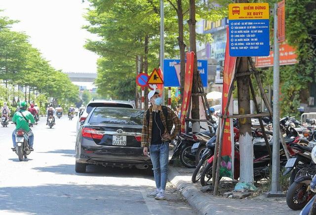 Xe buýt ế khách trong những ngày Hà Nội nắng nóng gay gắt - Ảnh 2.