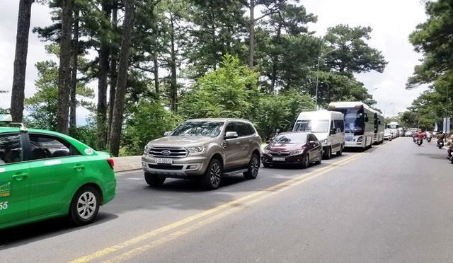 Nhiều tuyến đường ở Đà Lạt bị tê liệt... vì ùn ùn du khách  - Ảnh 13.