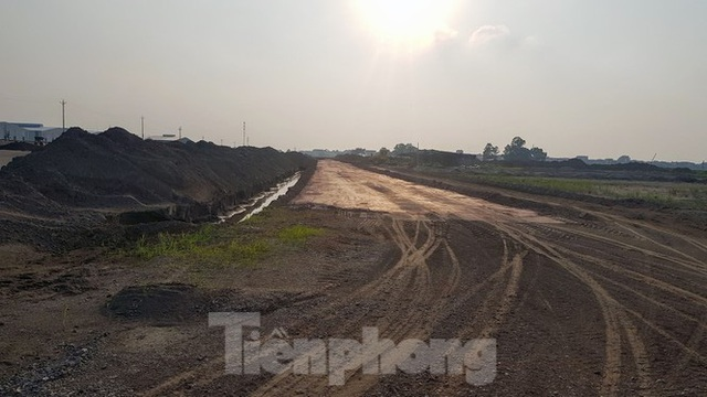 Nở rộ phân lô, bán nền trên bãi đất trống ở Bắc Ninh  - Ảnh 3.
