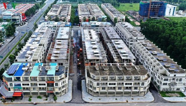 Hàng trăm biệt thự, nhà phố tiền tỷ bỏ hoang ở thành phố mới Bình Dương - Ảnh 3.