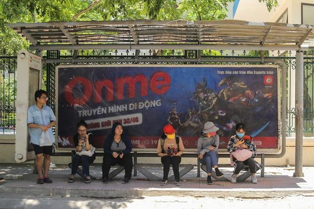 Xe buýt ế khách trong những ngày Hà Nội nắng nóng gay gắt - Ảnh 5.