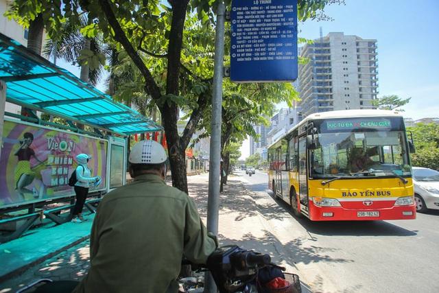 Xe buýt ế khách trong những ngày Hà Nội nắng nóng gay gắt - Ảnh 8.