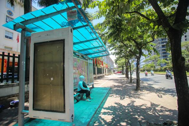 Xe buýt ế khách trong những ngày Hà Nội nắng nóng gay gắt - Ảnh 9.