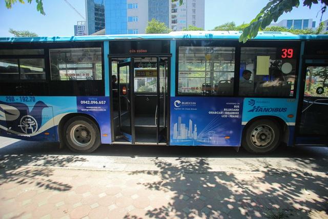 Xe buýt ế khách trong những ngày Hà Nội nắng nóng gay gắt - Ảnh 10.