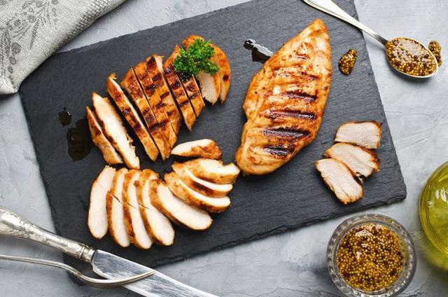 Chuyên gia dinh dưỡng khuyến cáo: Lợi và hại của 7 món thịt nướng khoái khẩu - Ảnh 2.