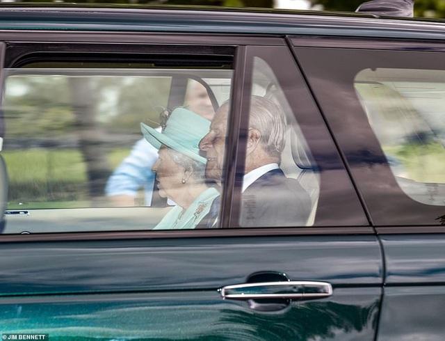 Công chúa nước Anh bất ngờ tổ chức hôn lễ riêng tư với những điều đặc biệt chưa từng có, khác xa so với đám cưới của Meghan Markle - Ảnh 3.