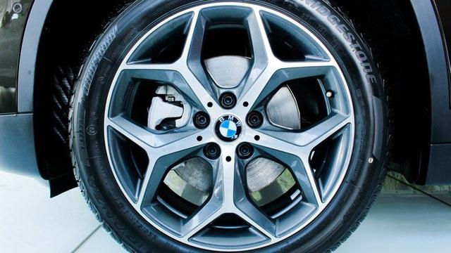 BMW X1 giảm kỷ lục hơn 300 triệu đồng, giá lần đầu chạm đáy 1,549 tỷ đồng tại đại lý - Ảnh 4.